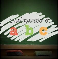 Galeria - Aulas de Inglês do Projeto palavra e Poder ensinando o ABC